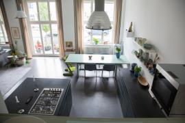 Blick von der Galerie in die Küche
