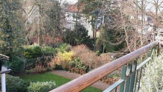 Blick in Garten mit Teich