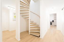 Elegante Holz-Stahltreppe