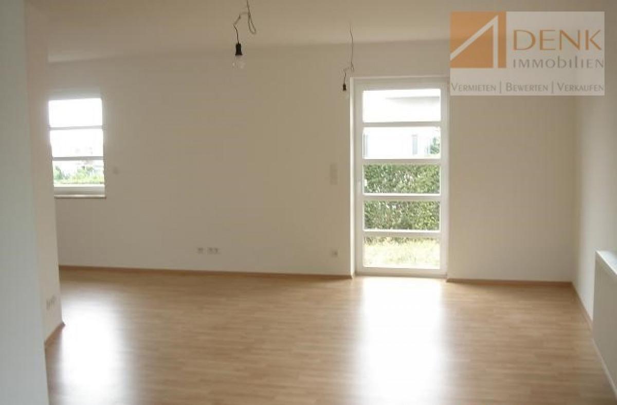 Blick vom Küchenbereich ins Wohnzimmer
