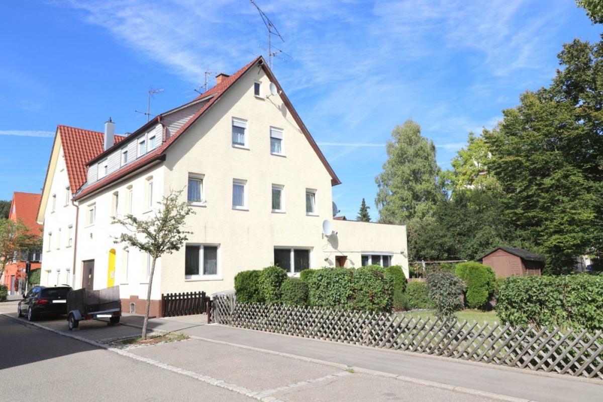 Dreifamilienhaus Münsingen - Außenansicht SüdWest