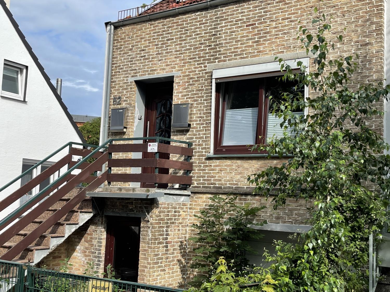 Seitlicher Blick auf das Haus
