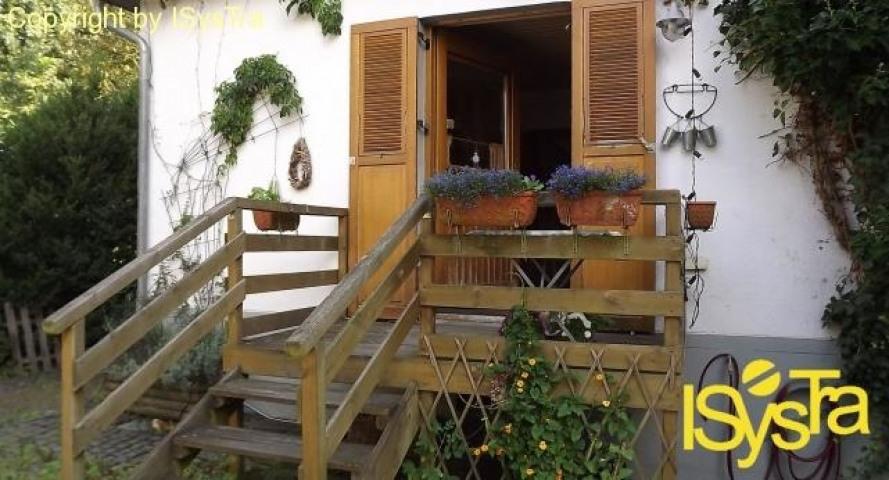 Ausgang von Küche auf die Terrasse und den Hof