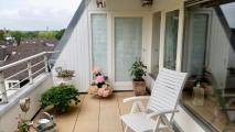 Loggia mit Blick auf kleines Zimmer und Eingang Wohnzimmer