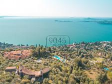 Villa mit Panoramablick in Gardone Riviera - Gardasee
