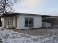 (1) Haus mit Carport