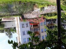 (1) Haus mit angrenzendem Grundstück