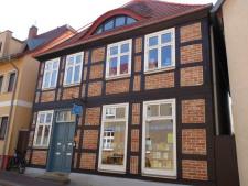 (1) Hausansicht mit Wohnungskennung