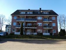 1 Mehrfamilienhaus von Anliegerstraße aus