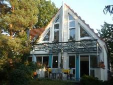 Gartenansicht mit Echtglas-Terrassenüberdachung