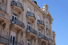 Fassade mit Sicht auf den Balkon