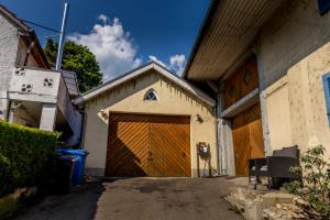 Haus-und Garagenansicht