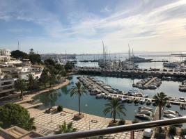 Blick auf den Hafen von der Terrasse