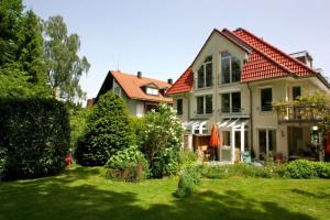 Blick von Garten auf Haus