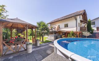 Gartenpavillion und Swimmingpool