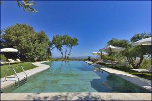 piscina-villa-cicolina-07.png