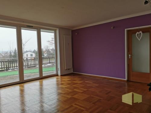 Wohnzimmer mit Ausgang Terrasse