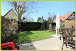 Garten mit riesiger Terrasse