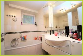 Badezimmer mit Wanne & Dusche UG