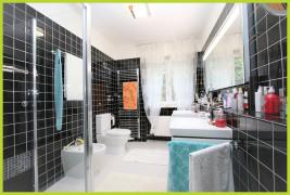 Badezimmer EG mit bodengleicher XL-Dusche