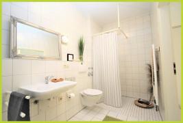 Duschbad mit ebenerdiger Dusche