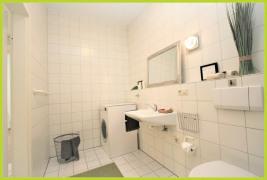 Duschbad mit Waschmaschinenanschluss