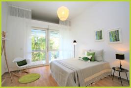 Schlafzimmer mit Zugung zur Loggia