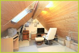 zu Wohnzwecken ausgebautes Spitzdach
