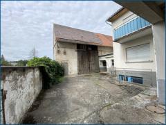 Seitengebäude und Scheune