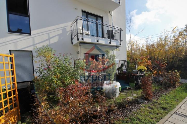 Terrasse mit Sondernutzung Gartenanteil
