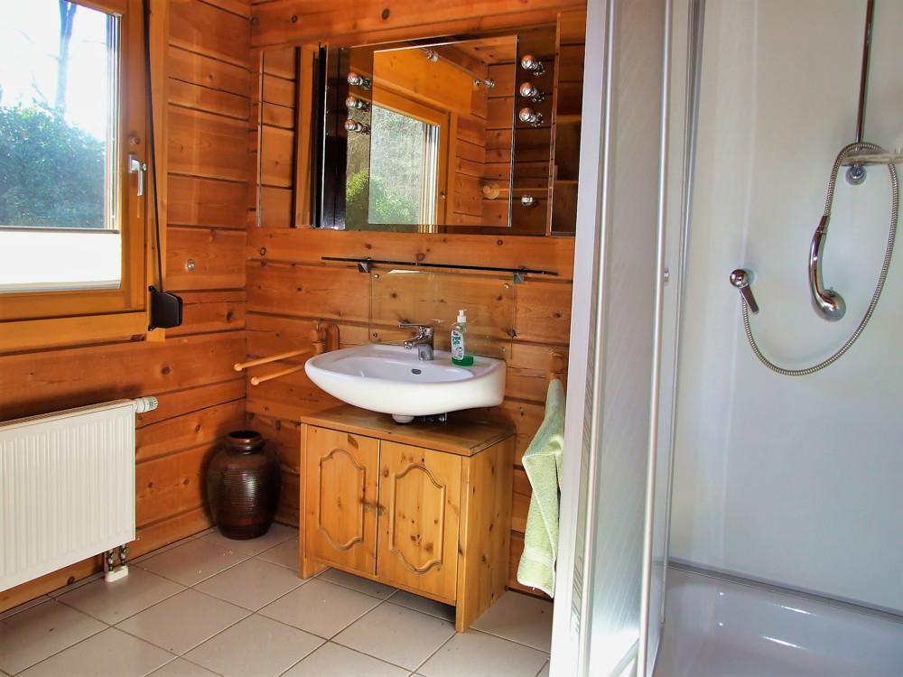 7. Bad mit Dusche