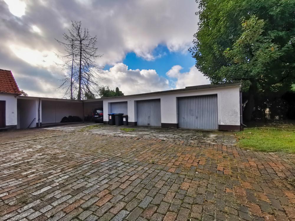 Garage + Unterstellplatz