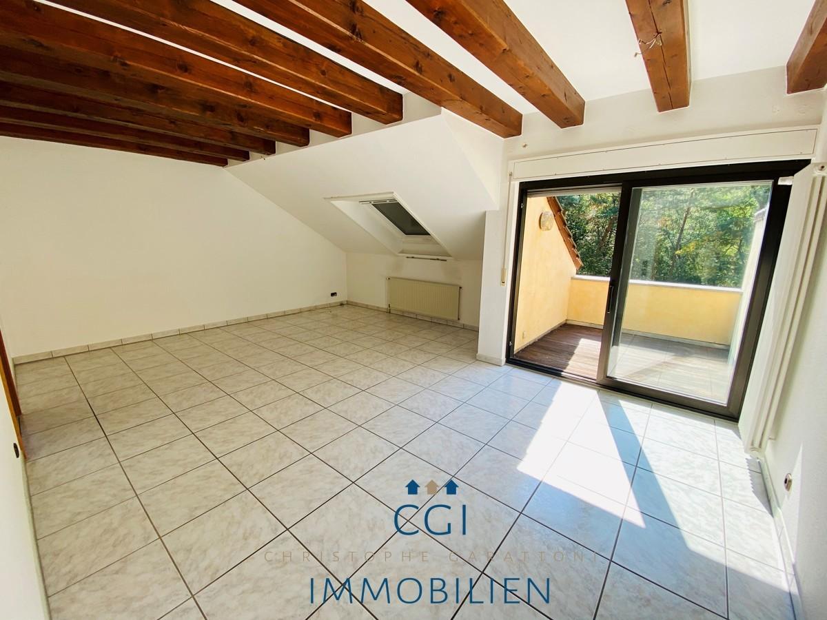 Wohnraum mit Dachbalkon