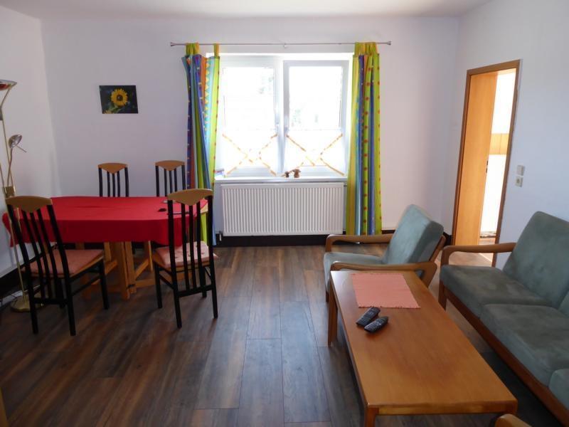 5 Wohn- und Essbereich