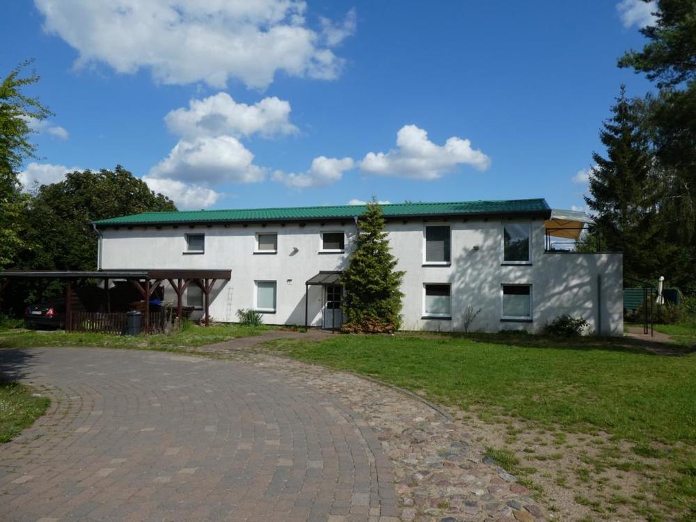 1 Großzügiges Wohnhaus mit Doppelcarport
