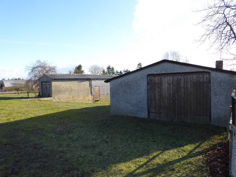 2 BG bebaut mit zwei Stallungen