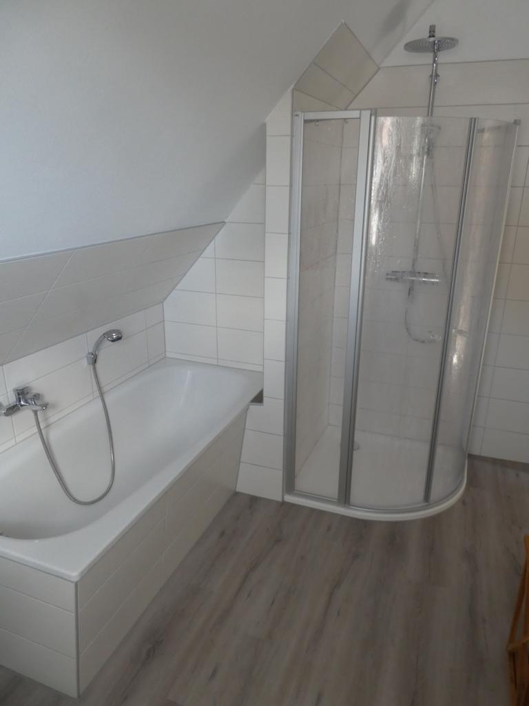 13 Badezimmer DG