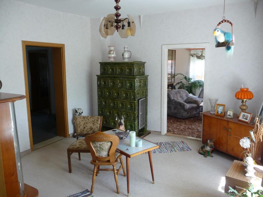 6 Wohnzimmer mit Kachelofen