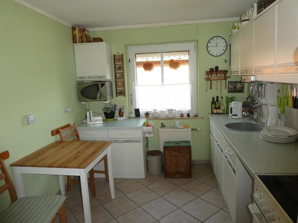 6 Küche mit Einbauküche