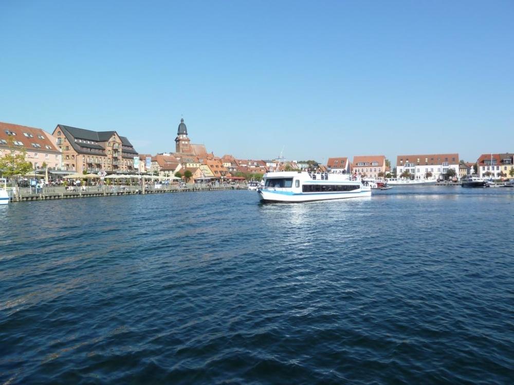 7. Hafen Waren