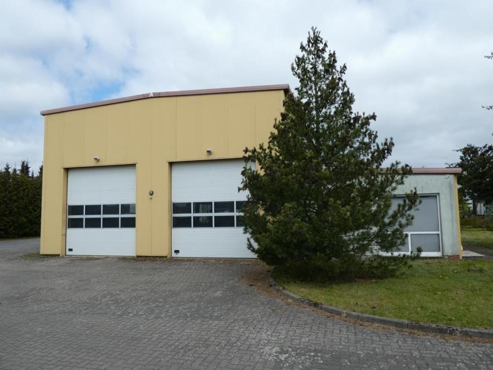 1. Halle mit Bürokomplex