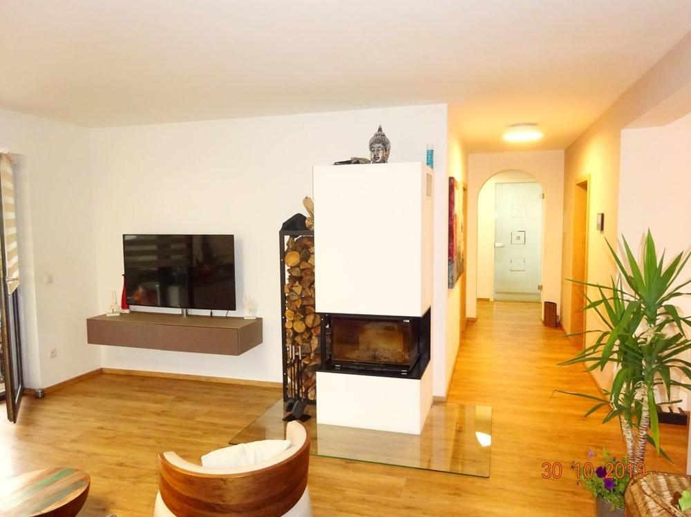 Wohnzimmer mit Flur.png