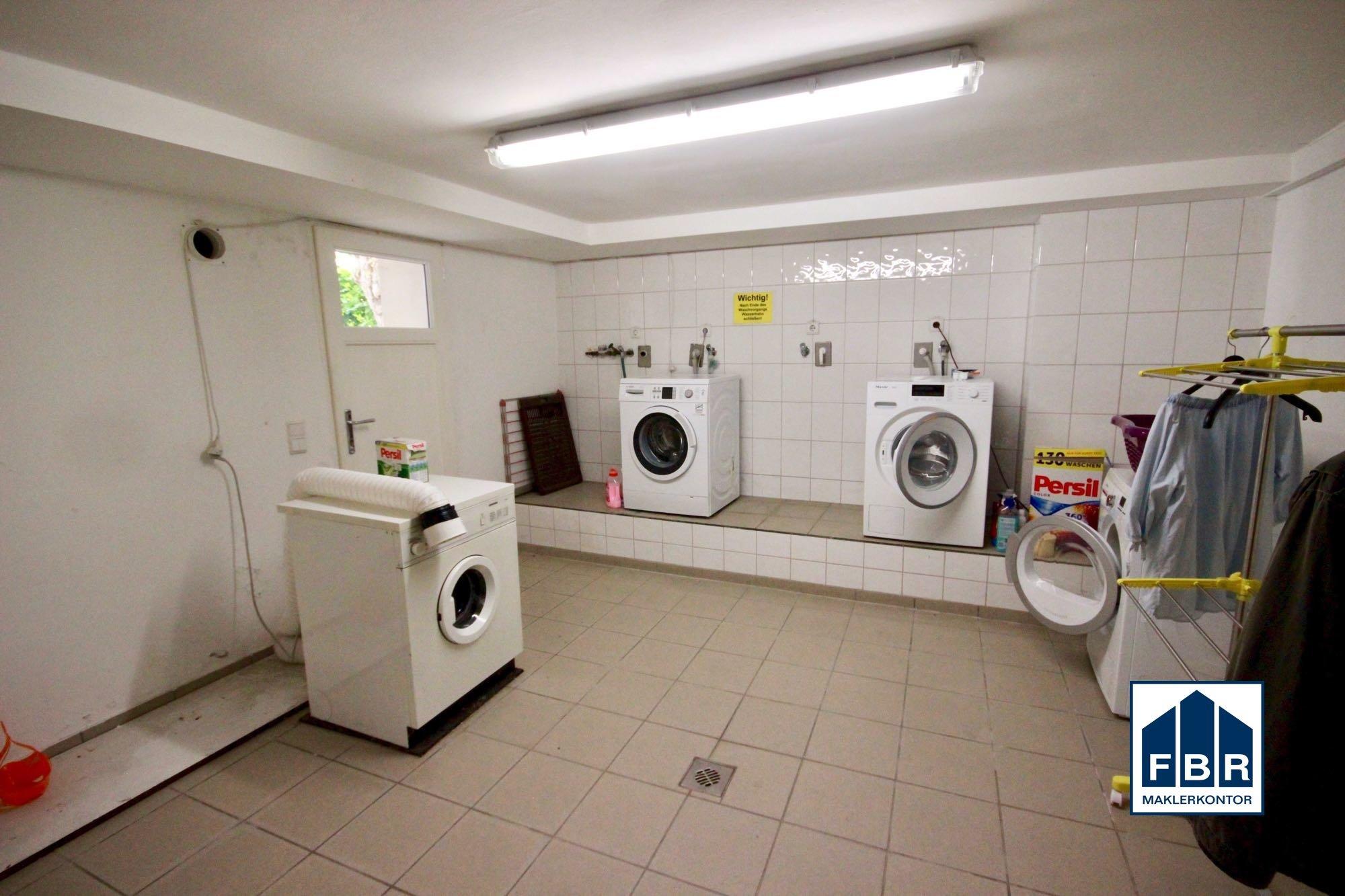 gemeinschaftlicher Waschraum im Keller