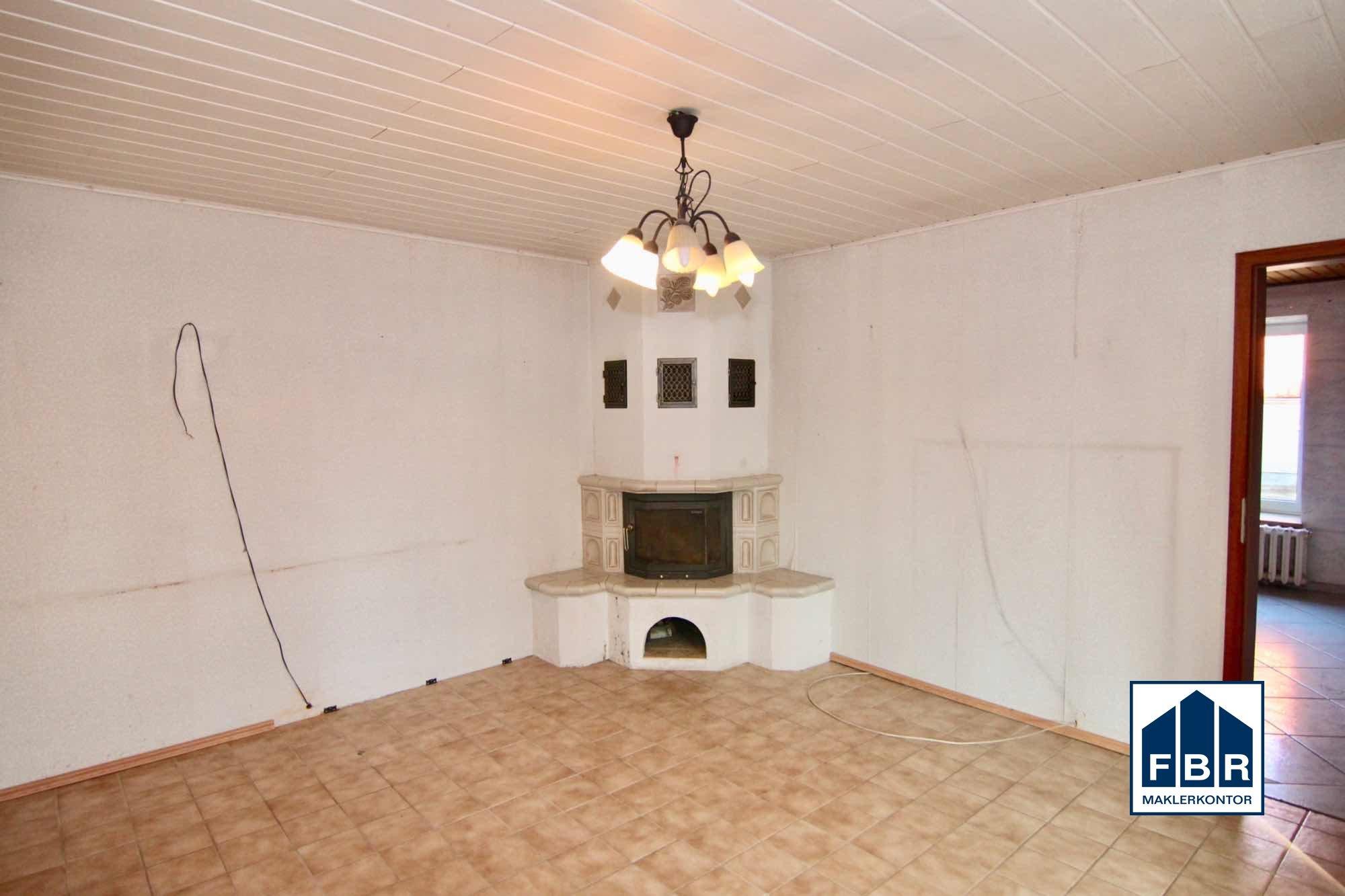 Zimmer mit Kamin im EG