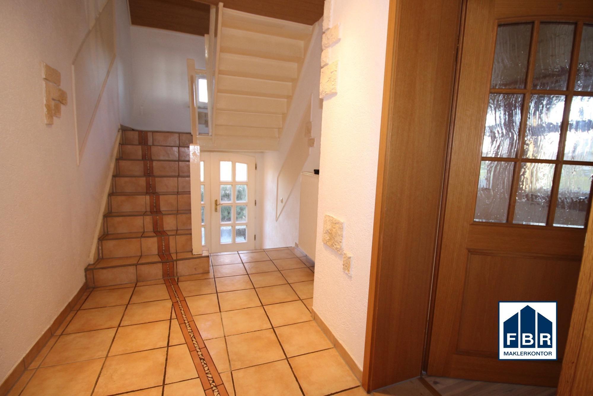 Haueingangsflur mit Treppe ins Dachgeschoss