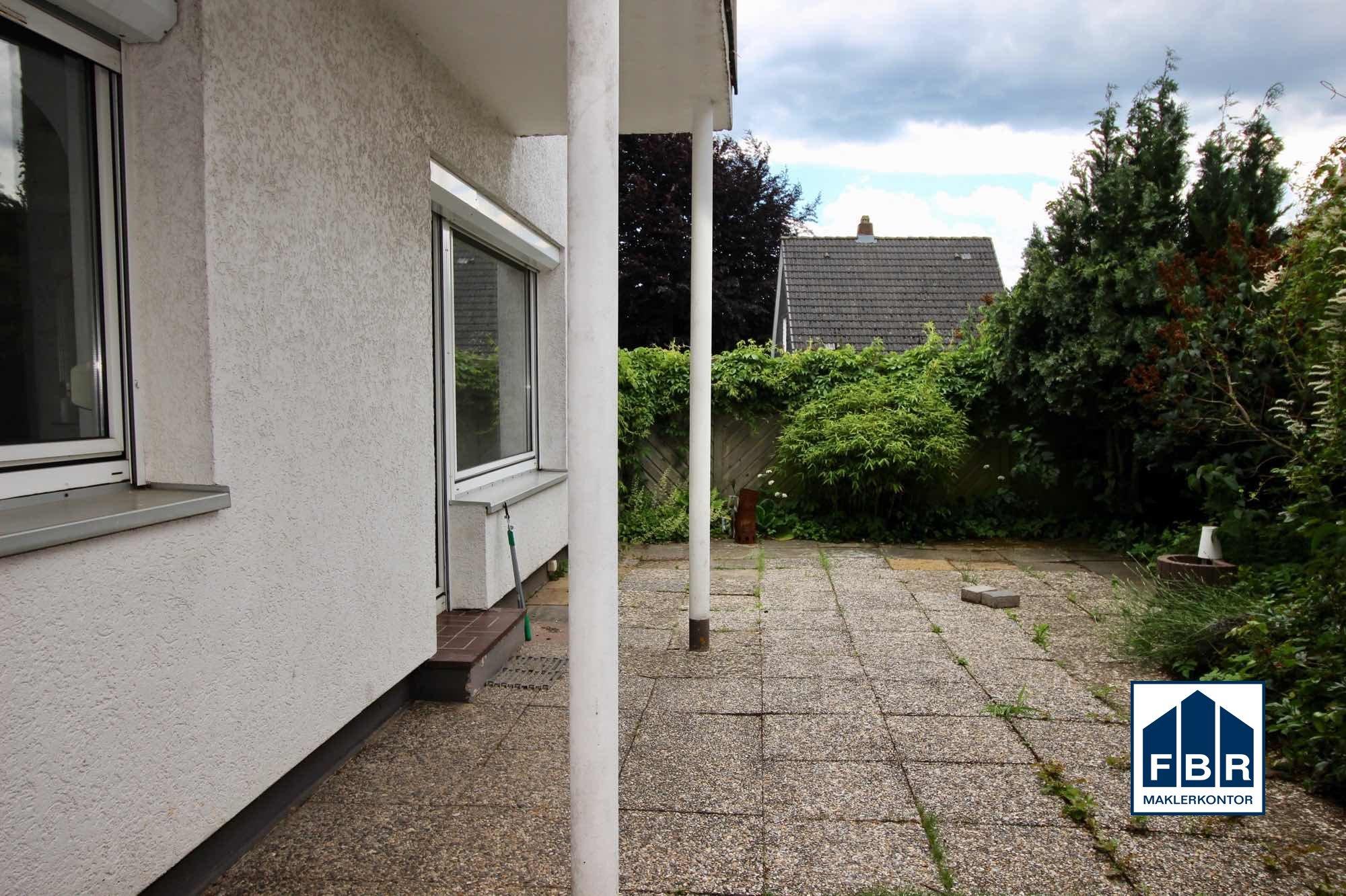 geschützte Terrasse am Wohnzimmer