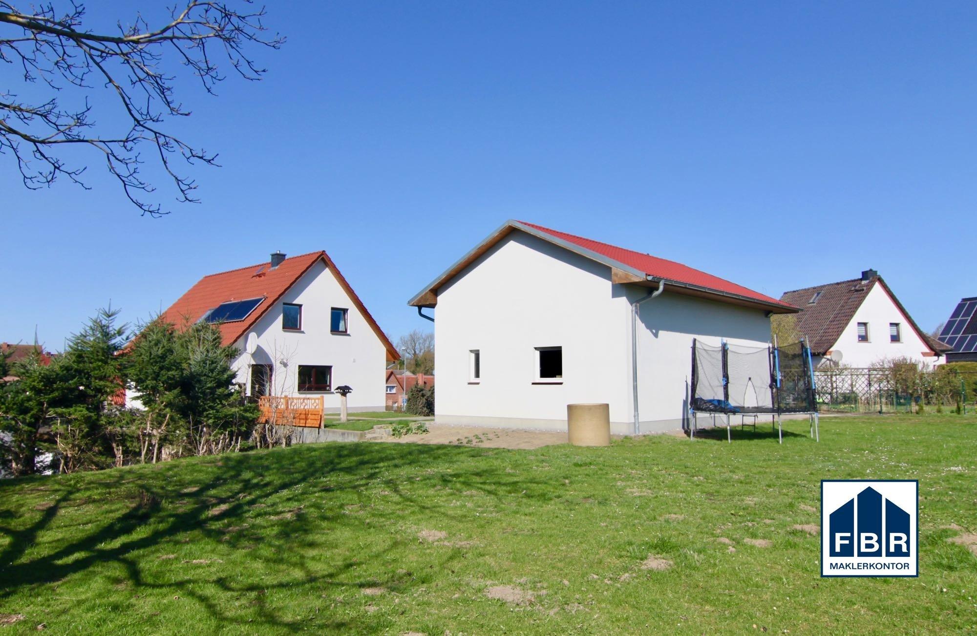 Grundstück - Garage + Haus