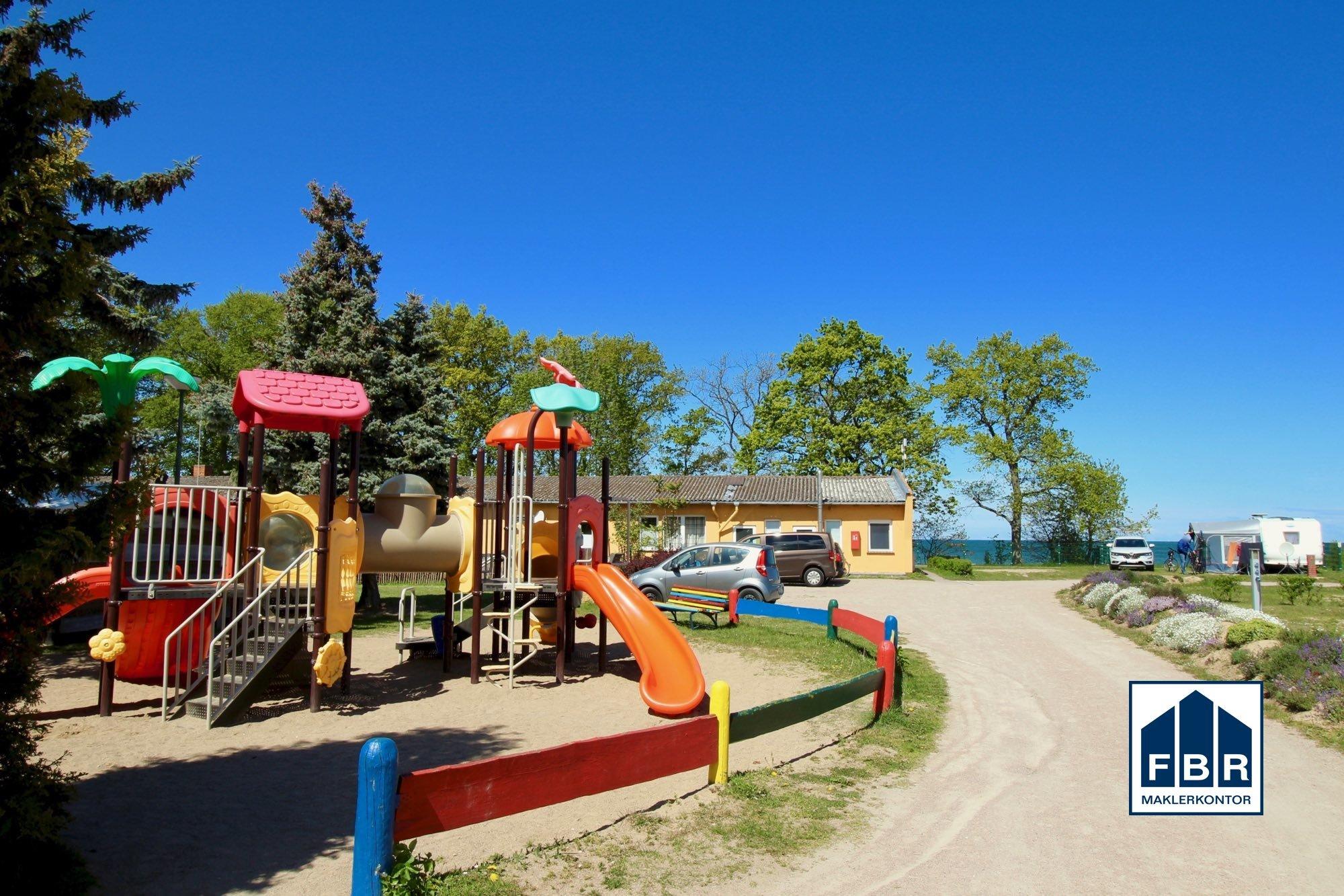 Kinderspielplatz im Umfeld