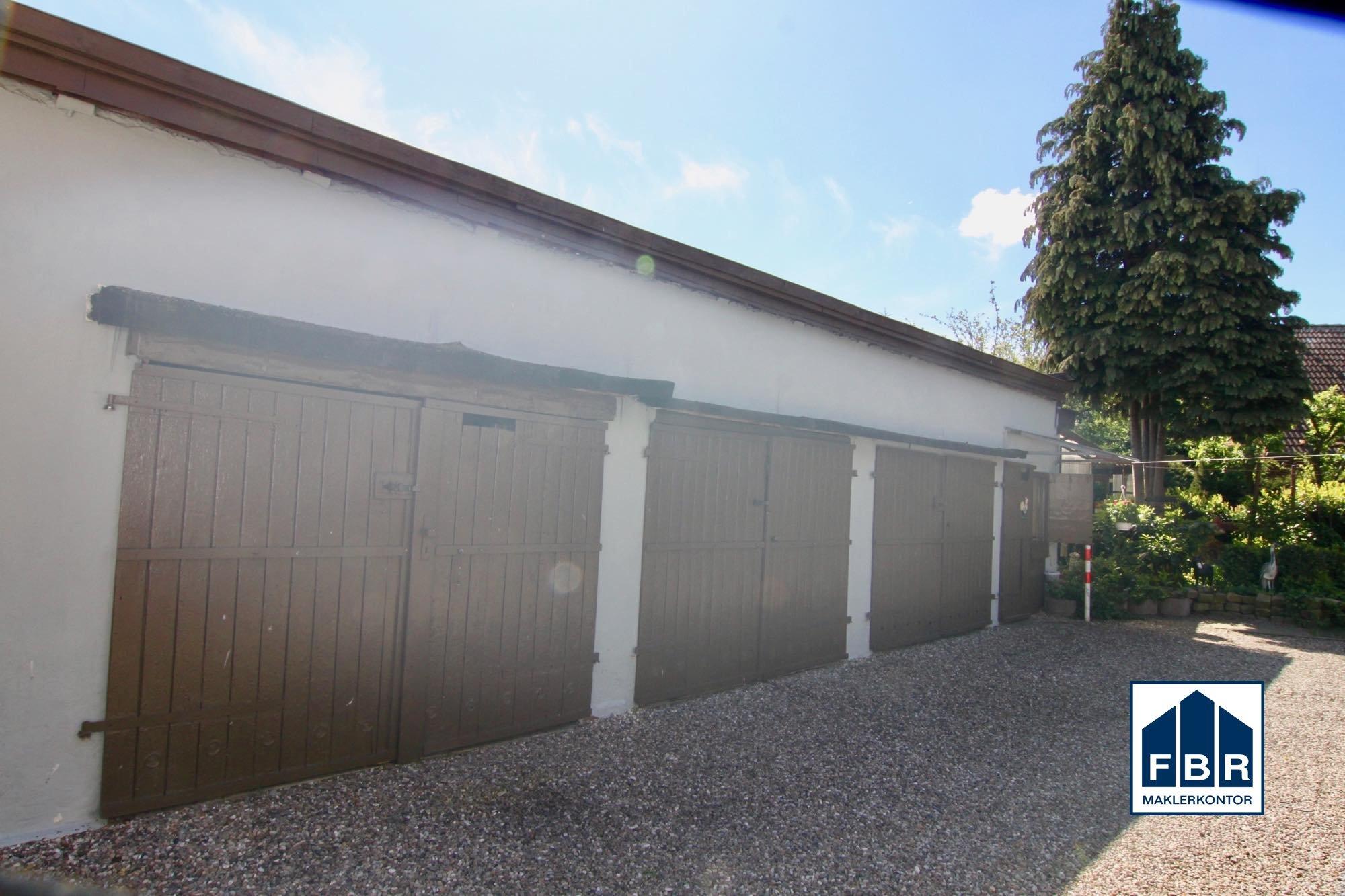 Fünf Garagen