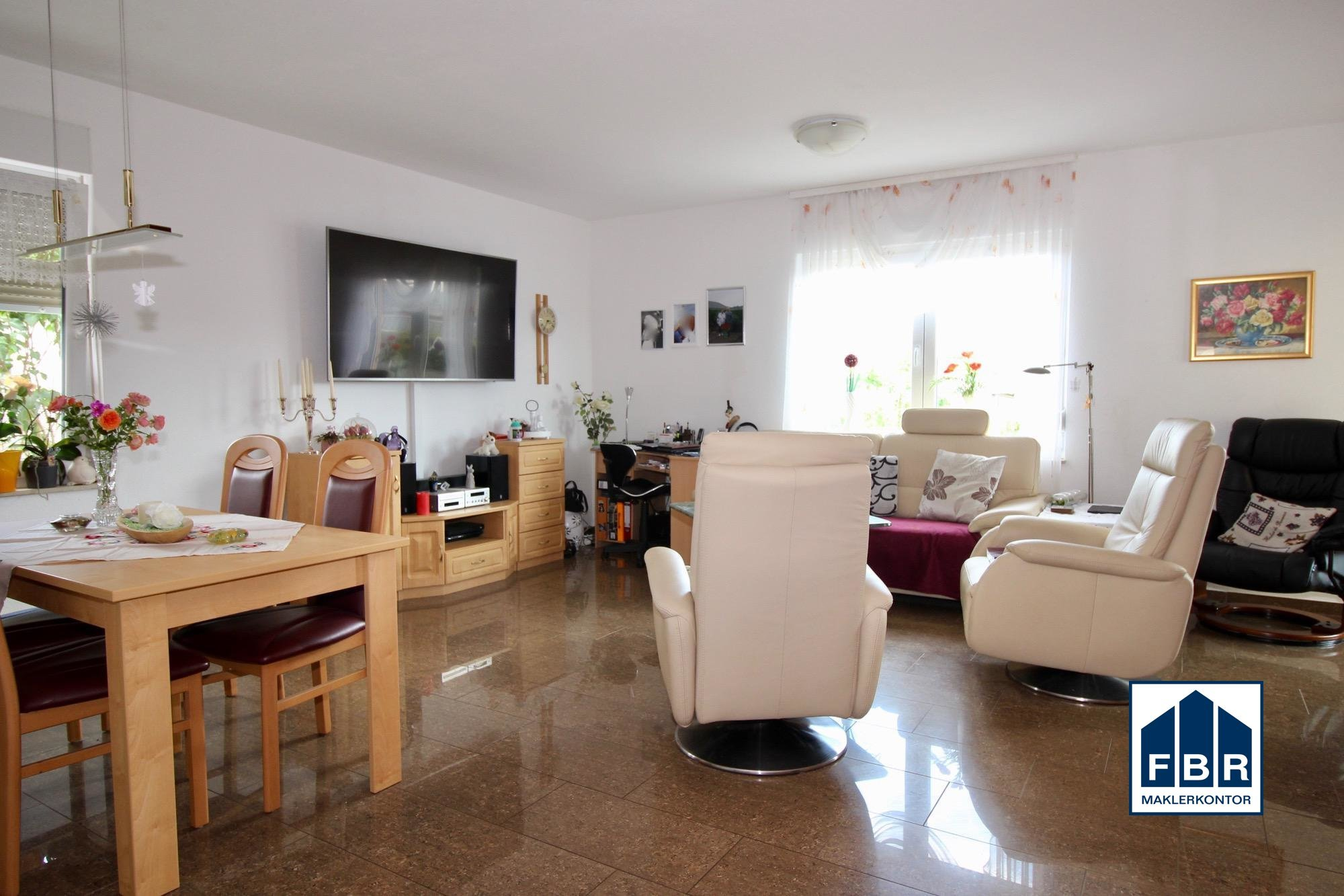 Wohnzimmer mit Essecke